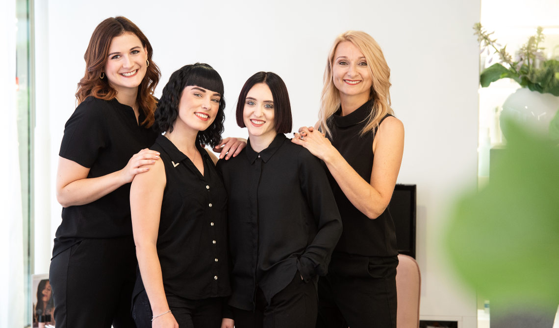 Coiffeur Grabs Team
